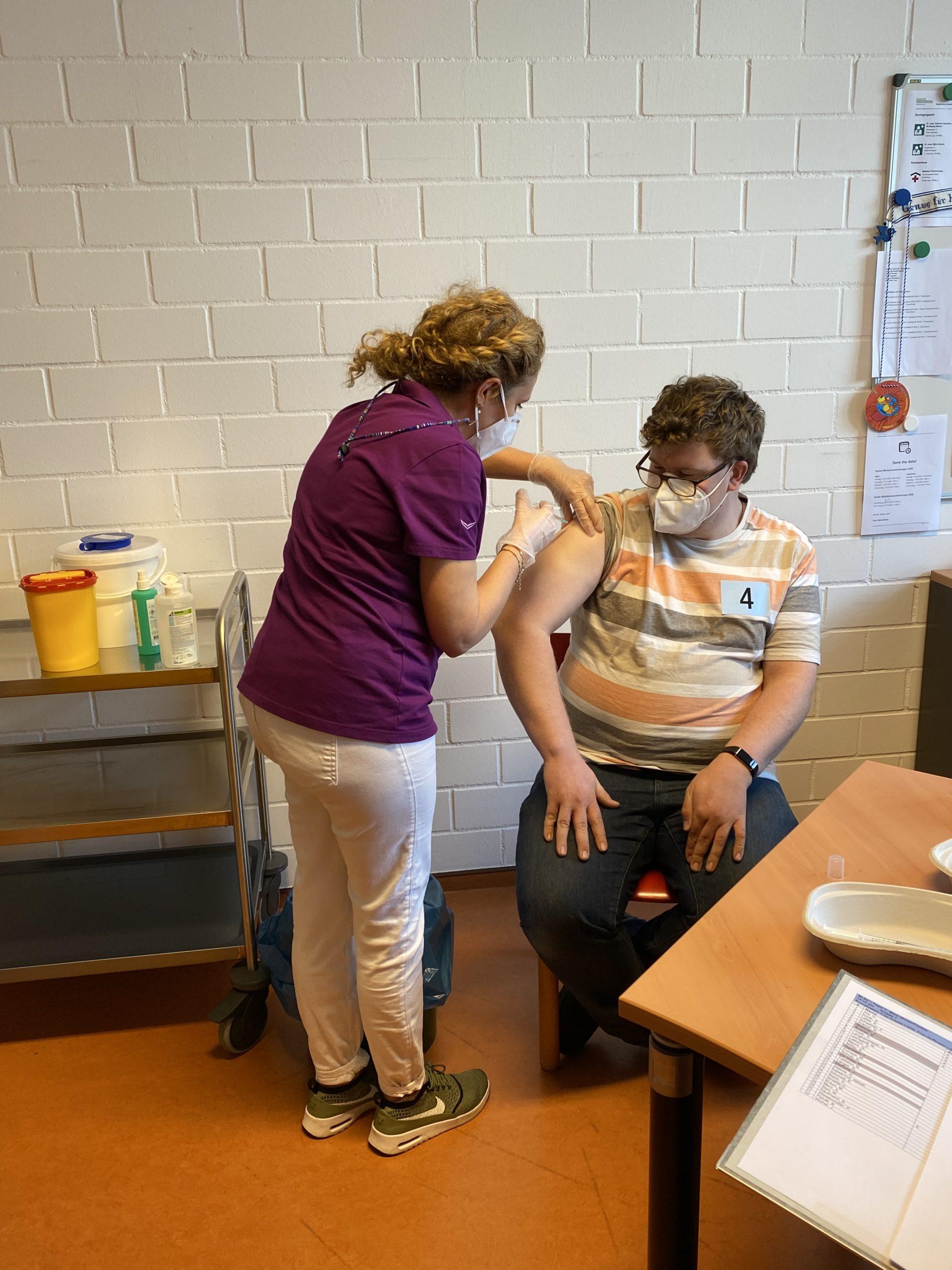 Mitarbeiter mit Beeinträchtigung wird in der WfbM geimpft